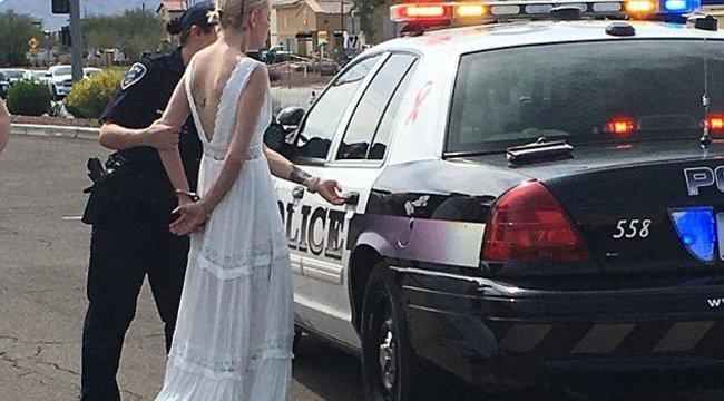 Bilincsbe verték a karambolózó menyasszonyt