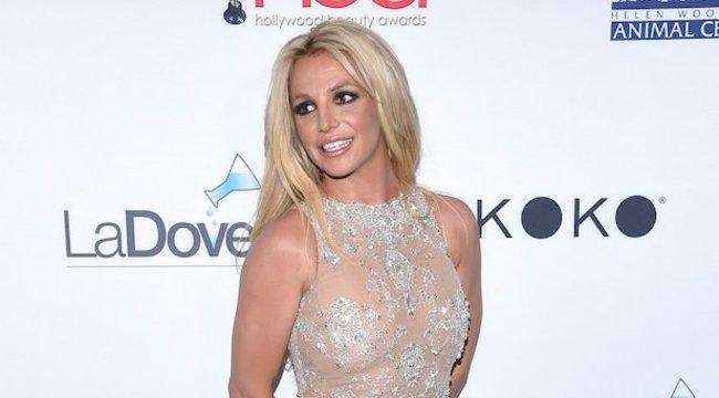 Anyaként is szexiskedik Britney
