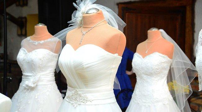 30 esküvői ruhát loptak el egy családi házból