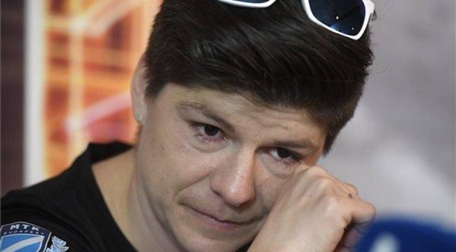 Könnyeivel küszködve jelentette be Miklós Edit: visszavonul