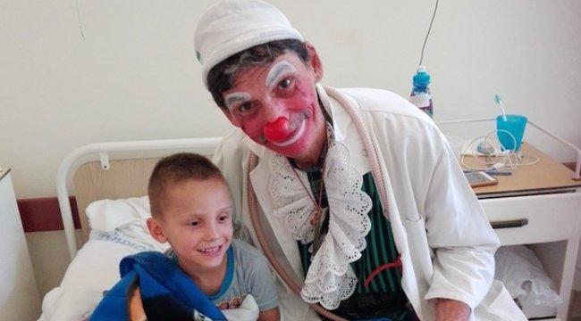 Lala, a bohócdoktor a gyereklélek gyógyítója