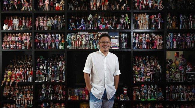 Vécépapírból tervez dizájner Barbie-estélyiket