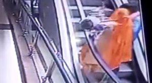Tragédia: 10 hónapos csecsemő zuhant a halálba egy bevásárlóközpontban