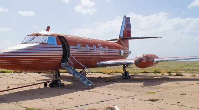 Százmillió forintért árverezik Elvis repülőgépét