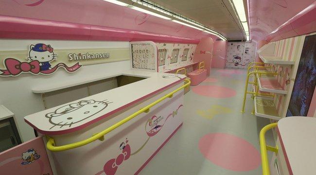 Kislányálom: elindult a rózsaszín szupervonat - fotók