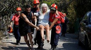 Több menekülő vízbe fulladt a viharos tengeren – Szándékos gyújtogatást gyanítanak