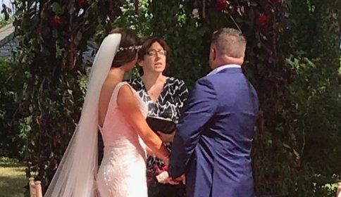 Gyászol az ifjú nászutas feleség, férje odaveszett a görögországi tűzvészben