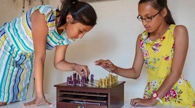 Einsteinnél is okosabbak ezek a 11 éves ikerlányok