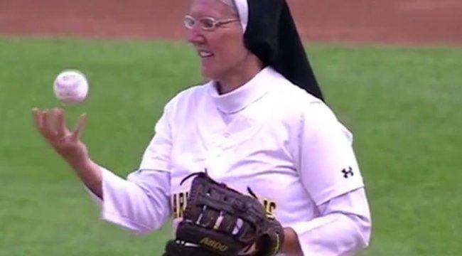 Ki mondta, hogy az apácák nem tudnak baseballozni? videó