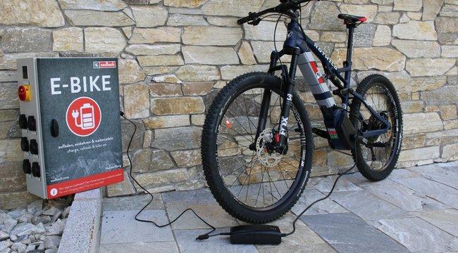 Ingyen feltöltheti elektromos kerékpárját a Balatonnál