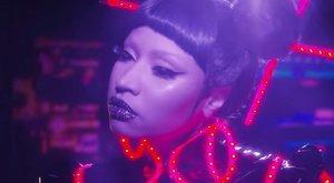 Nicki Minaj nem bírt a melleivel - hatalmasat villantott