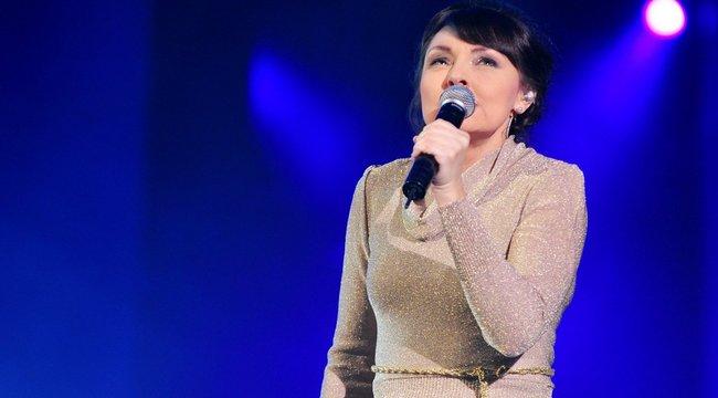 Szíj Melinda a pápának énekel