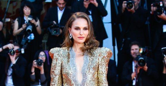 Talpig aranyban parádézott Natalie Portman