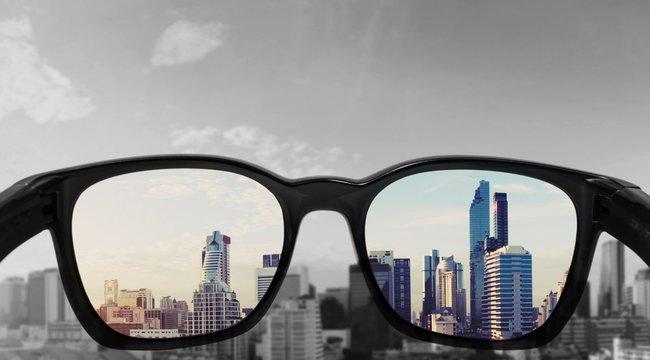 Világszenzáció! Magyar szemüveg menti meg a színtévesztőket