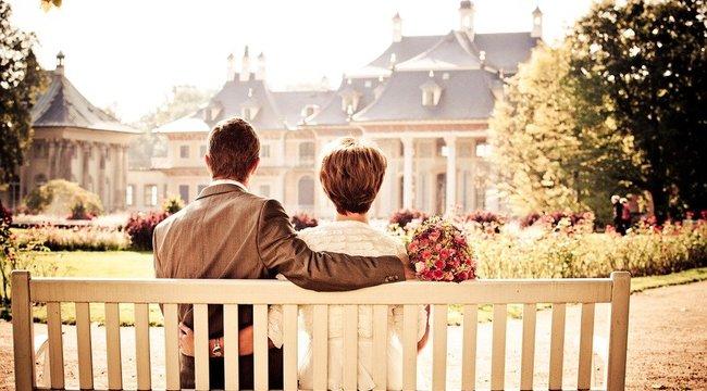 Kellemetlen: ezért nem veheti fel férje nevét a menyasszony