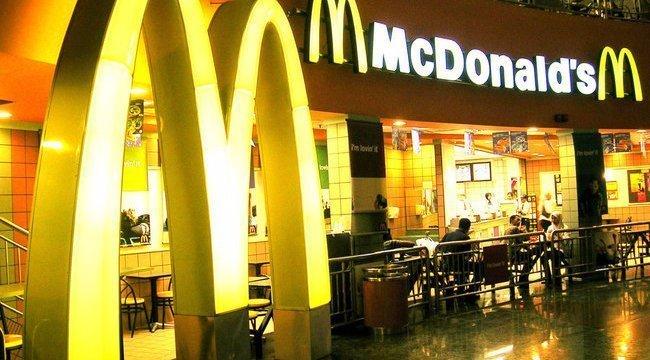 Rosszul lett a kemoterápiától a McDonald's-ban, aztán kifizettették a segítségül vitt vizet