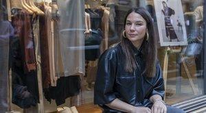 Nanushka-siker: A legnagyobb sztárok hordják Sándor Szandra ruhakölteményeit - interjú