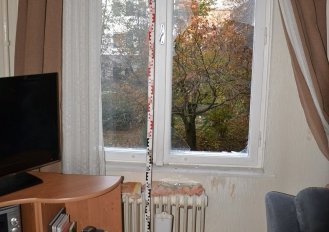 Meztelen, fiatal drogos mászott be egy tatabányai lakásba