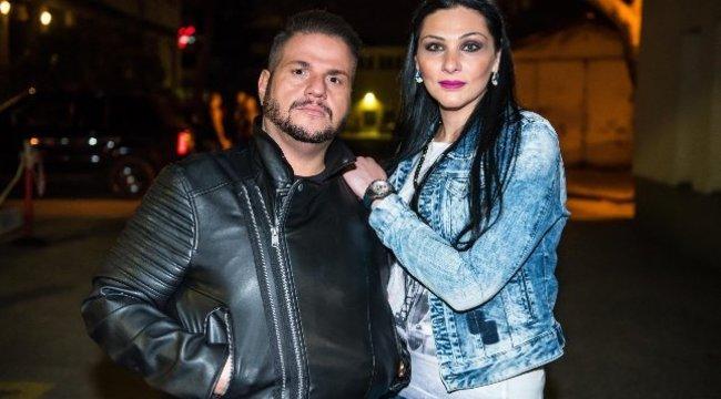 Emilio felesége plasztikáról egyeztetett a nászúton