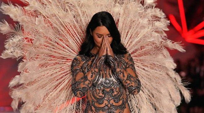 Adriana Lima elsírta magát az utolsóVictoria's Secret bemutatóján