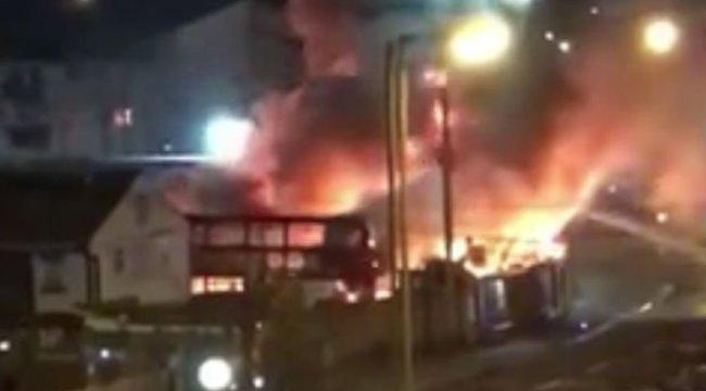 Felrobbant egy buszgarázs Londonban – videó
