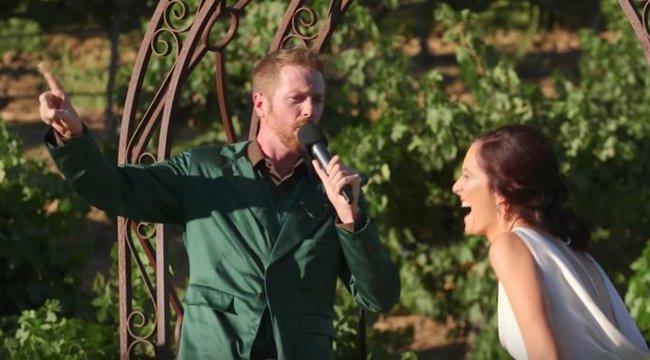 Esküvőjük közepénvívott érzelmes szócsatát a menyasszony és a vőlegény - videó