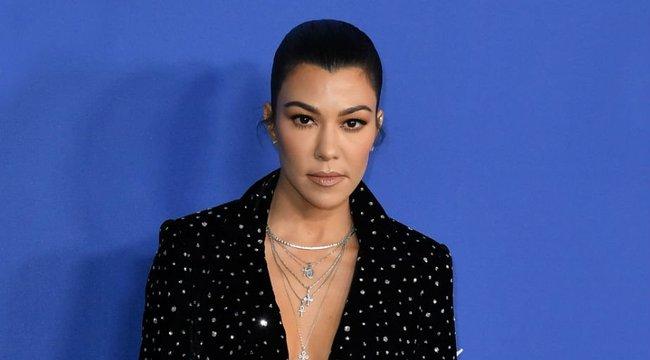 Meztelen fenékkel szexizik a címlapon a legidősebb Kardashian-lány