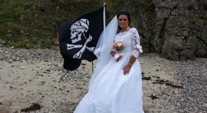Mégsem boldog a 300 éves szellem férjével a kalózmániás nő