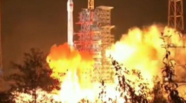 Nem vicc: Krumplit ültetni lőtték fel az új holdjárót a kínaiak - videó