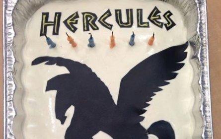 A felnőttek megszakadtak a nevetéstől, amikor meglátták a szülinapi gyerekzsúrra készített tortát