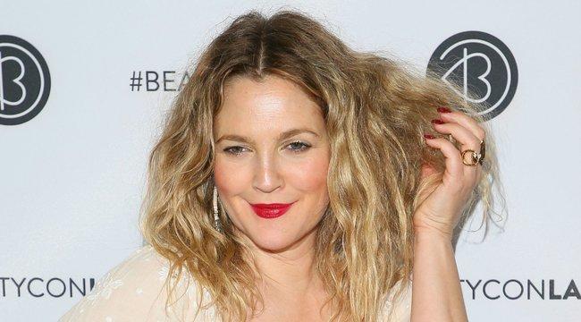 Drew Barrymore azért nem plasztikáztat, mert fél, hogy rákattanna