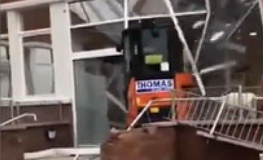Porig rombolta a szálloda földszintjét egy munkás, mert nem kapta meg a fizetését