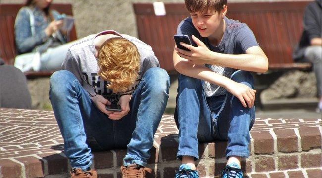 SMS-nyak lesz az új népbetegség