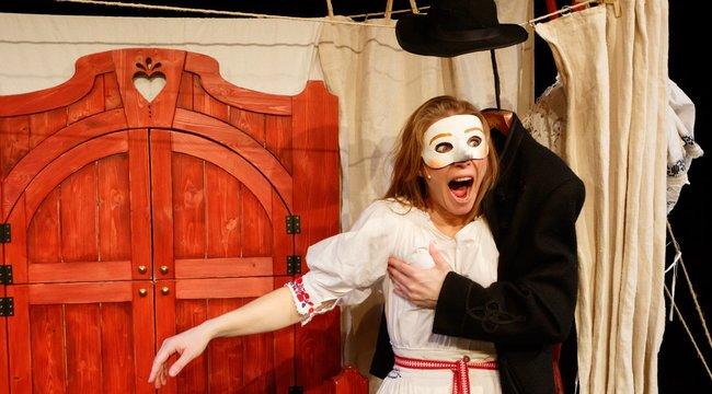 Erotikus bábmese: Tucatszor élvezett a színpadon Böske