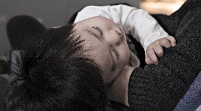 Rettenetes, amit egy kislány gyomrában találtak az orvosai, minden gyereket fenyeget a veszély