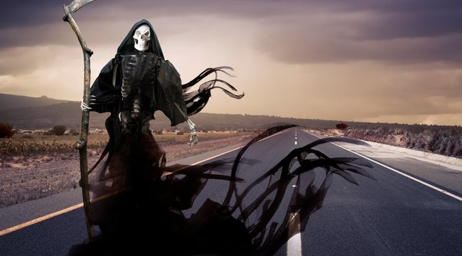 Maga a Halál lovagolt a kéjgyilkos autója mellett