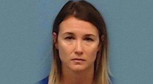 Nyilvánosan szexelt tini diákjával, mégis megúszta a börtönt a tanárnő