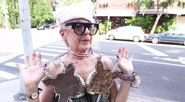 Ez a nő szó szerint a szemétből készít luxuskiegészítőket - videó