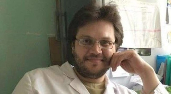 A vámpír gyilkos, aki a feldarabolt áldozata vérét ezüst kupából itta, a pszichiátriai kezelés után hamis papírokkal orvosként dolgozott