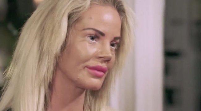 Szexrabszolgált csinált lányából az anya, hogy valaki fizesse a plasztikai műtéteit