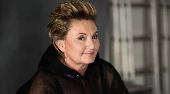 Álommeló! 56 évesen modellkarriert kezd Gabriella