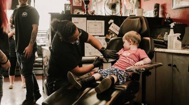 Szétvarratta karját a 3 éves rákos kislány