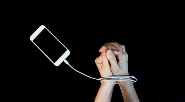 Komoly mentális betegségeket okoz a mobilfüggőség