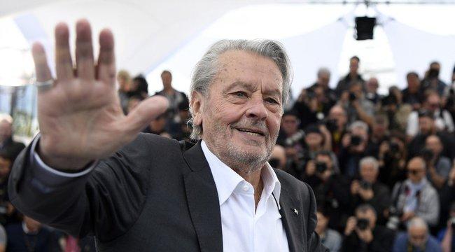Alain Delon a tiltakozás ellenére megkapja az életműdíjat Cannes-ban
