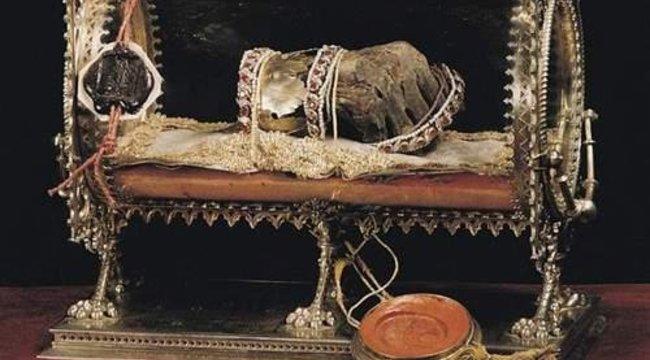 Hová tűnt a királyi gyűrű az ellopott Szent Jobbról?