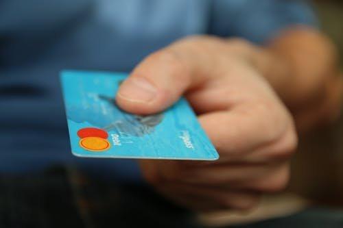 Hetente egy bankkártyányi műanyagot eszünk