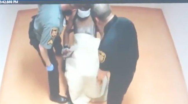 Brutális látvány: agyba-főbe verték a székhez kötözött rabot a börtönőrök - videó