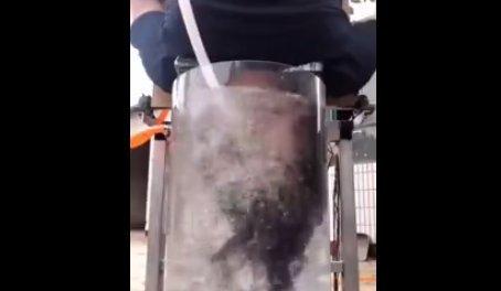Ez a férfi feltalálta a hajmosógépet, elég vadnak tűnik, kipróbálná?