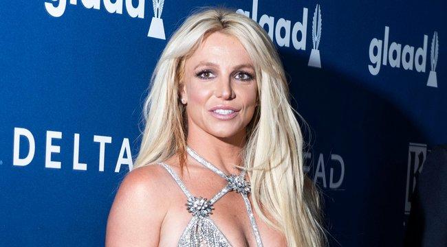 Kövérnek hiszi magát Britney Spears