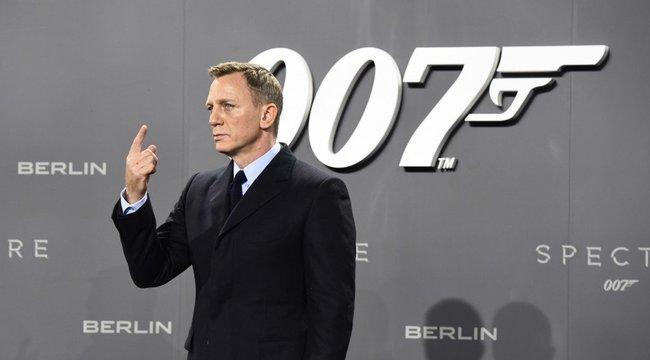 Újabb balhé az elátkozott James Bond-film forgatásán: lányvécében történt a gikszer